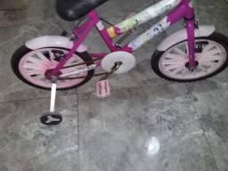 Bicicleta  aro 16 muito linda  com rodinhas.