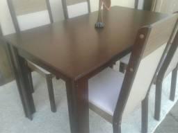 Mesa Nova com 04 cadeiras cor marfim/tabaco