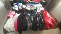 Lote de roupas, sapatos e acessórios