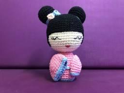 Yumi, a pequena Kokeshi - Boneca Japonesa em Amigurumi