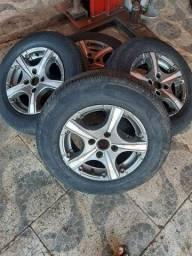 Rodao com os pneus 2 novos e 2 meia vida aro 13