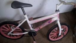 Vende se uma bicicleta de criança