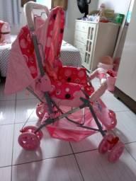 Carrinho de bebê com alça reversível