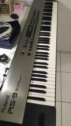 Teclado Roland RS-9 sintetizador com case de madeira