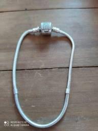 Pulseira em prata para usar com ou sem berloques