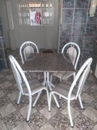 Título do anúncio: mesa de quatro cadeiras