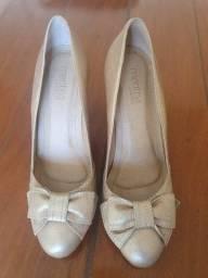 Sapato Salto Dourado Couro