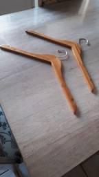 Vendo cabides de madeira para camisas e casacos