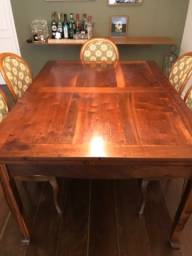 Título do anúncio: Mesa de jantar em madeira extensível.