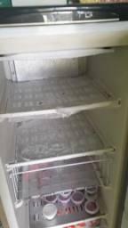 Vende freezer vertical marrom 110 v usado funciona normal