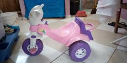 Vendo motoca para menina usada