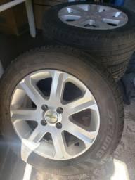 Vendo Rodas Aro 15 c/pneus novos