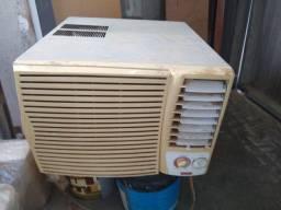 Ar condicionado funcionando perfeitamente totallline 12 mil BTUs