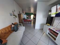 Casa com 1 suíte e 2 quartos e quintal, sem móveis.