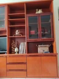 Estante Premium em Mogno  Um clássico móvel de decoração em mogno com muito espaço útil.