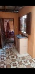 Alugo uma casa nos fundos com 2 quartos 1 cozinha 1 banheiro e uma área de estender roupa