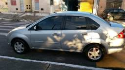 Vendo ford fiesta sedan - 2005