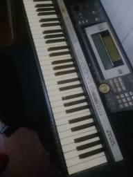 Teclado Yamaha 640