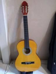 Vendo violão Madrid em bom estado por R$200,00