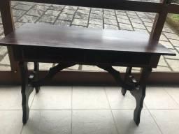 Escrivaninha de madeira clássica