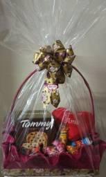 Cesta café da manhã e cesta com chocolates