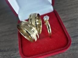 Par alianças folheada banhado a ouro 18k + Brinde (Estojo especial e anel solitário)
