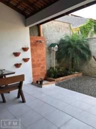 Casa a venda situada no centro de Penha.