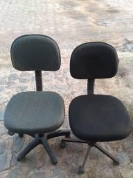 Título do anúncio: Vendo duas cadeiras de escritório