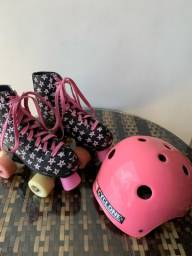 Título do anúncio: Patins de 4 rodas . Acompanha capacete Ciclone
