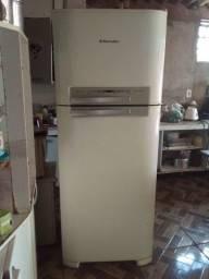 Vendo geladeira Electrolux 460 litros
