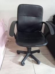 Título do anúncio: Vendo cadeira giratória R$ 50,00