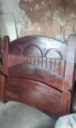 Cama de madeira Ypê