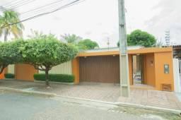 Casa planejada no bairro Caçari, com 260m²