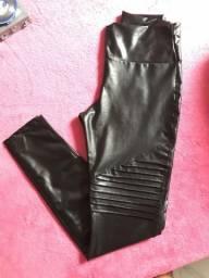 Calça couro sintético