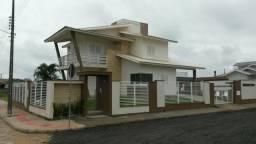 Linda casa de esquina próxima a Câmara de Vereadores e Fórum em Jaguaruna