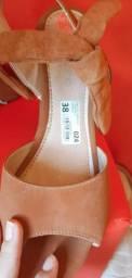 Sapato salto marrom