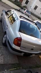 Vendo ou troco Clio sedan 2004 completo