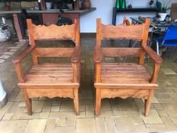 Cadeiras em madeira de demolição