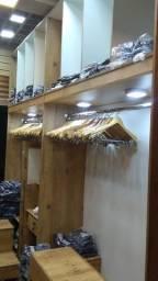 Móveis e acessórios p loja de roupas