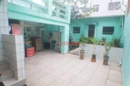 Título do anúncio: Sobrado com 3 dormitórios à venda, 174 m² por R$ 750.000,00 - Campo Grande - Santos/SP
