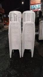 Cadeiras branca em ótimo estado!!