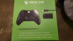Controle xbox one com kit play n charge (cabo e bateria original)