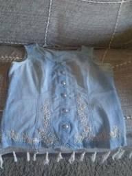 Vendo uma blusa bordada azul R$ 20