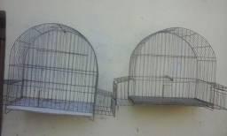 Título do anúncio: vendo duas otimas gaiolas de passaro preto e outros passaros grandes. baratas