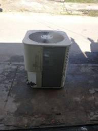 Vendo Condensadora de 60.000 BTUs Midea