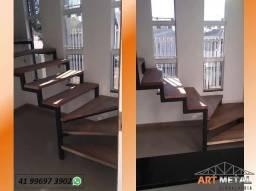Título do anúncio: Escada em ferro com degrau madeira.