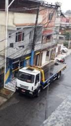 Caminhão Iveco plataforma de 9 metros