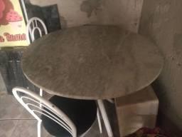 Título do anúncio: Vendo mesa de mármore com 3 cadeiras!