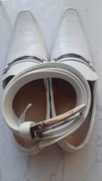 Sapato italiano branco com cinturão