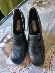 Sapato da marca Via Marte, na cor preta e tamanho 36